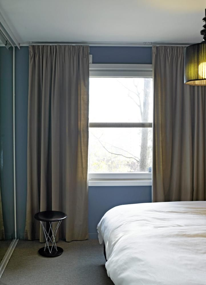 Soverommet er behagelig og nesten s vndyssende med sine duse bl ...