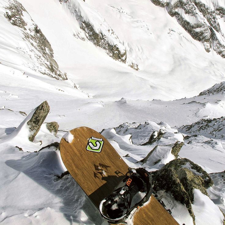 Day dream about dropping into this sick chute! @lucapandolfi #levelgloves  #powderweloveit #snowboardgloves