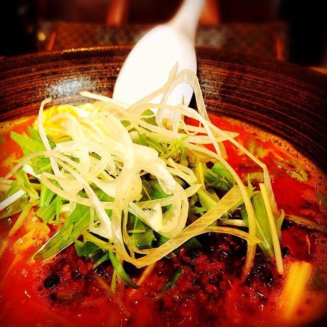友人の結婚式の前に中華街に寄って坦々麺食べました! 辛さが5段階選べ、3番目にしましたが、5番目にするべきでした笑  麺が結構モチッとコシがあり、坦々麺なんだけどドロっとし過ぎないスープで食べやすかったです!  #横浜 #yokohama #坦々麺 #横浜中華街 #中華街 #神奈川 #王朝 #ネギ #ラーメン #辛いラーメン #麺スタグラム #メンスタグラム #インスタ #インスタグラム #インスタフード #グルメ #グルメ部 #グルメな人と繋がりたい #辛ラーメン #肉 #フード #美味 #うまい #ごちそうさまでした #昼ごはん #ランチ #ひとりごはん #ひとり旅