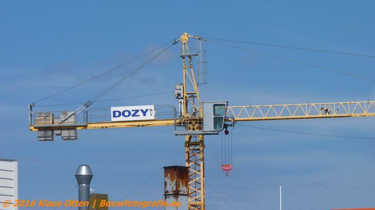 Kraan in ruststand zoals dat in vakjargon heet en ook voor de bouwvakkers.... bouwvak!