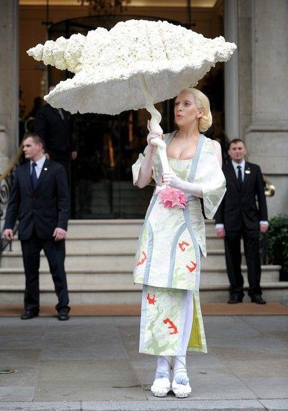 Lady Gaga - Lady Gaga and Her Big Umbrella in London