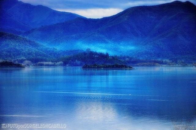Armonia Azul en Laguna de Aculeo (HDR) - Región Metroplitana [Explore # 221 2012-07-01] by Noelegroj( 350k + views, thanks!), via Flickr