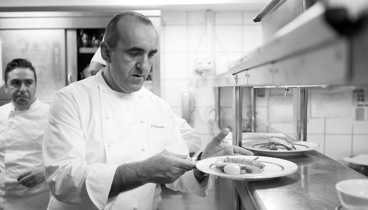 Η αποχώρηση του σεφ Σωτήρη Ευαγγέλου από την Μεγάλη Βρετανία κλείνει μια εποχή όπου το ξενοοδχείο -και το King George- καθιερώθηκε γαστρονομικά. Ο ικανότατος Αστέριος Κωστούδης, που τον διαδέχεται, είναι μια ασφαλής επιλογή που εγγυάται την συνέχεια.