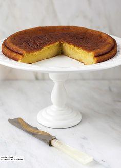 Descubrí esta receta de bizcocho de naranja y aceite de oliva en el blog de Paloma y como tengo tanto excendente de esta fruta, siempre estoy busc...