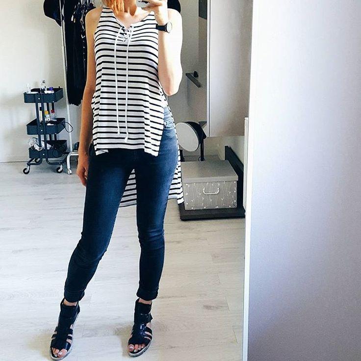 Monday basics #ootd #minimalism #minimaliststyle #stripes #outfitdetails #mirrorselfie #stylediaries #streetfashion…
