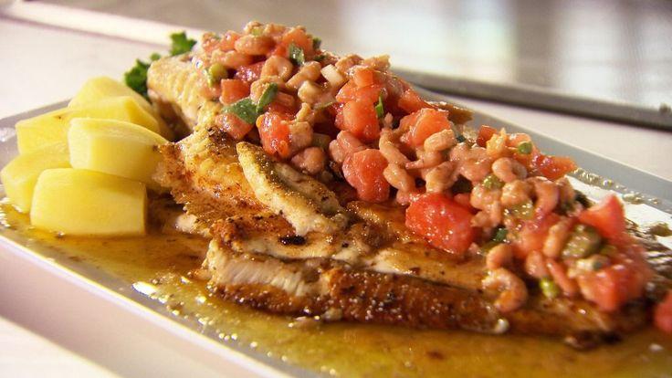 Bereiden: Emondeer de tomaten. Verwijder het kroontje van de tomaten en maak onderaan met een mes een kruisje. Breng een pot met water aan de kook, dompel de tomaten hier een tiental seconden in onder en laat ze vervolgens schrikken in koud water. Verwijder nu de pel. Maak vervolgens de mayonaise: meng twee eidooiers met mosterd, worcestersaus en azijn. Leng tijdens het kloppen aan met maïsolie. Voeg olie toe tot de mayonaise de gewenste dikte heeft. Breng verder op smaak met peper en z...