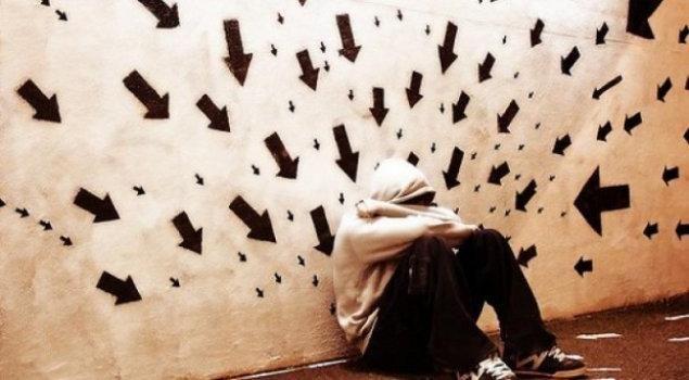 Anksiyete günümüzde çok karşılaşılan bir hastalık. Dikkatlerimizin çok fazla dağılıyor olması ve her gün meydana gelen toplumsal olaylar anksiyeteyi tetikliyor. Madalyon Psikiyatri Merkezi anksiyete ile ilgil tüm sorularınızı yanıtlıyor. Anksiyete: http://www.madalyonklinik.com/tr/haber/anksiyete-nedir-belirtileri-ve-tedavi-yollari