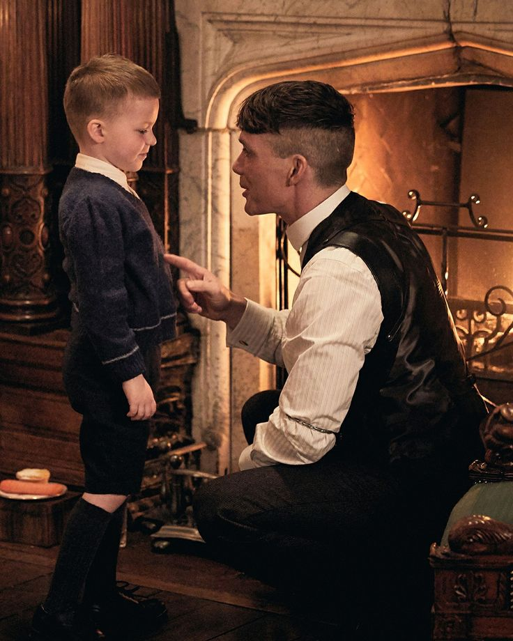 Father and son. Peaky Blinders Tommy Shelby, Peaky Blinders Thomas, Cillian Murphy Peaky Blinders, Series Movies, Tv Series, Peaky Blinders Merchandise, Peeky Blinders, Shelby Brothers, Peaky Blinders Wallpaper