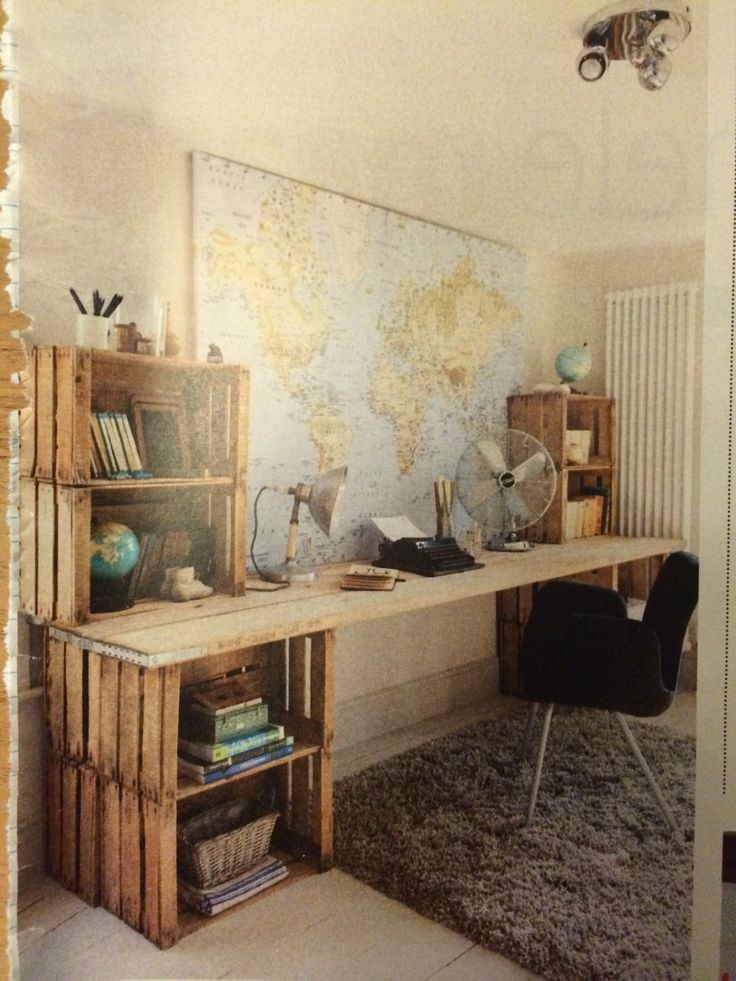 Bureau van houten bakken, eventueel met oude deur als werkblad! Ik wil het als buitenkeuken!