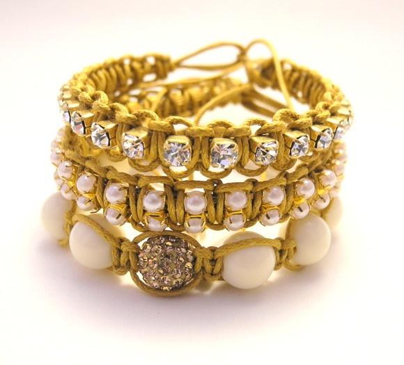 Conjunto de pulseiras -macramê com strass -macramê com pérolas -Shambala com pedra de cristal swarovski. R$63,00