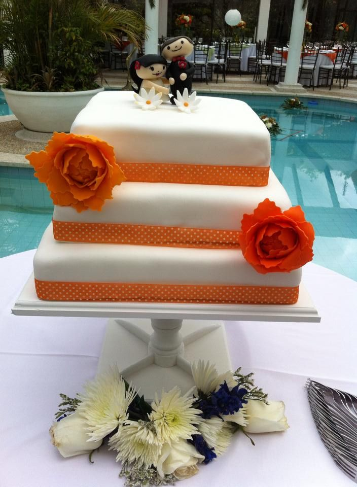 Torta de bodas, los novios son iguales a los de la tarjeta de invitación!