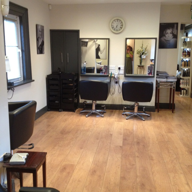 Hair salon home hair salon beauty salon decor ideas for A b beauty salon