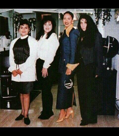 "Selena y company at Selena's boutique, ""Selena etc."""