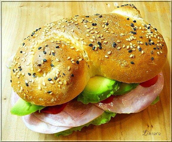 A  NoSalty  felkért, hogy aug. 20. alkalmából készítsek valamilyen péksüteményt vagy kenyeret. Mivel nehezen tud...