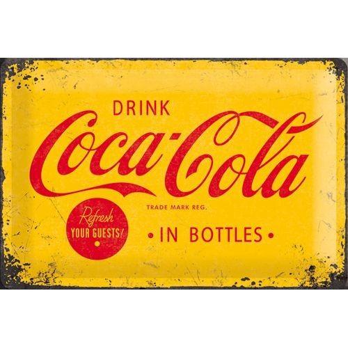 Gebold Coca-Cola reclame bord 1930 | 20 x 30 cmTijdloos van vorm en ontwerp is dit tin gebold bord een geweldige aanwinst voor iedere leefruimte.Het bord heeft vier gaatjes op de hoeken om eenvoudige te bevestiging op een muur. Of heel leuk om ergens neer te zetten.