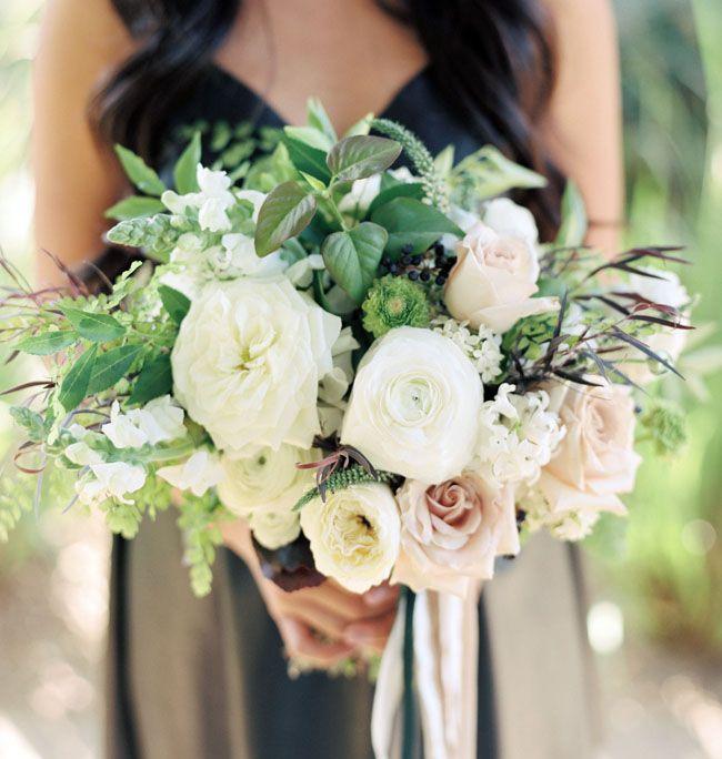 bianco bouquet della damigella d'onore