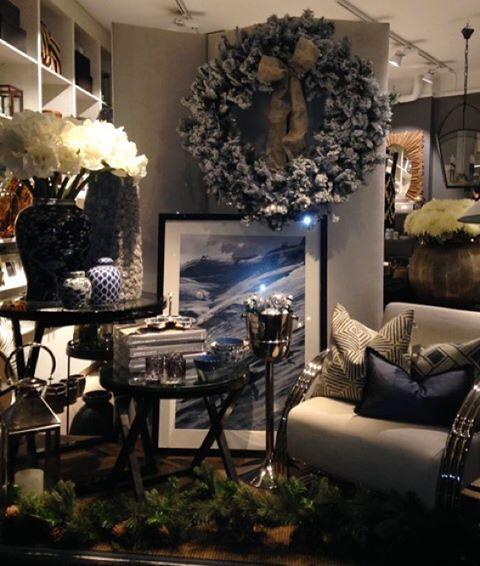 Se den fine kransen vi har fått inn i butikken! Hos oss får du garantert julestemning og vi har masse fine julegaver✨ #bondstreetessentials #frognerveien30 #interiør #interiørbutikk #interiordesign #møbler #julepynt #gaver #inspirasjon #innredning