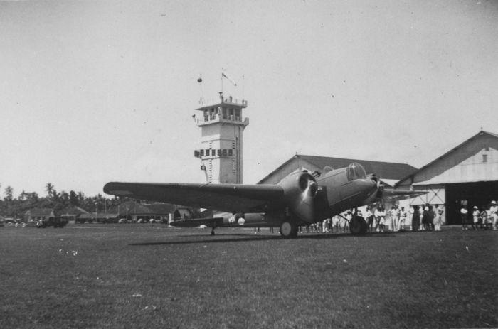COLLECTIE TROPENMUSEUM Een Glenn Martin bommenwerper van het KNIL op het militaire vliegveld Andir bij Bandoeng TMnr 60029585.jpg