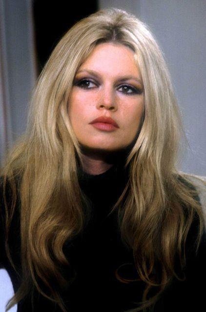 Brigitte Bardot, 1969 style.                                                                                                                                                                                 Mais