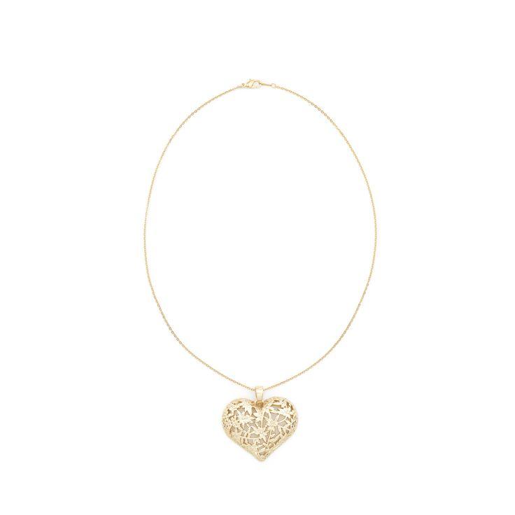 El dije Levi tiene una hermosa forma de corazón formado por un patrón floral con 4 baños de oro de 18 kilates.