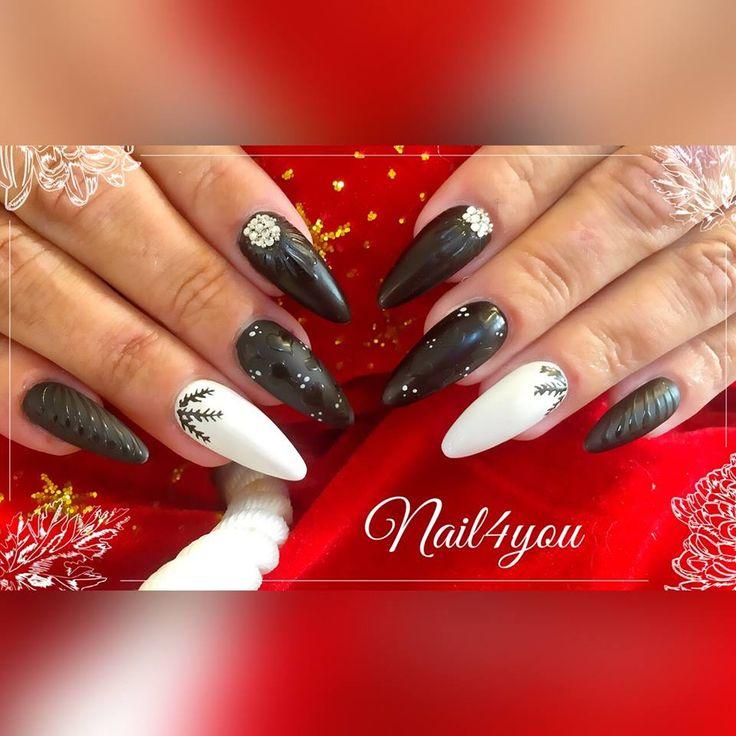 Jule gele negle med pynt, christmas nail art.