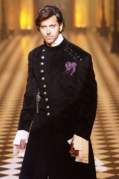 Dressed to kill, Hrithik Roshan gets the jaws to drop as he looks super-hot while walking the ramp for Karan Johar and designer Varun Bahl's show on Day 2 of HDIL Couture Week