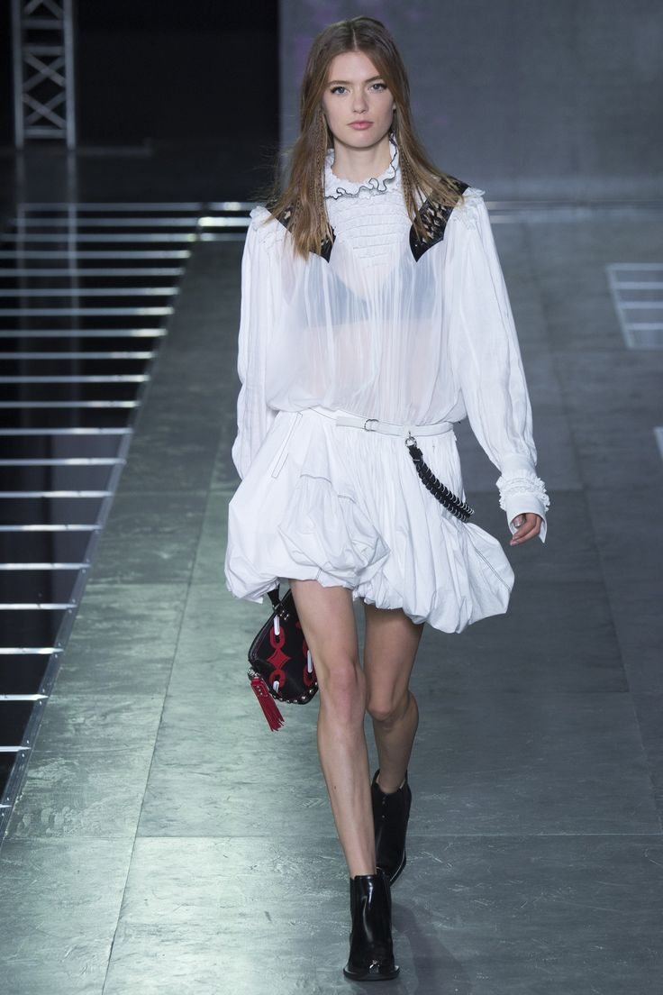 Louis Vuitton Spring 2016 Ready-to-Wear Fashion Show - Emmy Rappe
