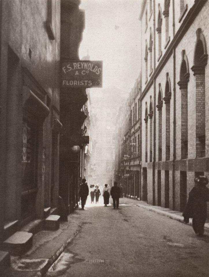 Rowe St,Sydney in 1900. National Library of Australia.
