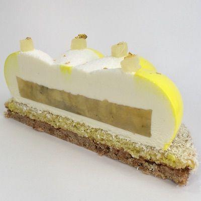 Dalla pasticceria francese contemporanea il dolce di Guillaume Mabilleau. Cocco, lime e ananas insieme a cioccolato e mandorle: un omaggio all'estate