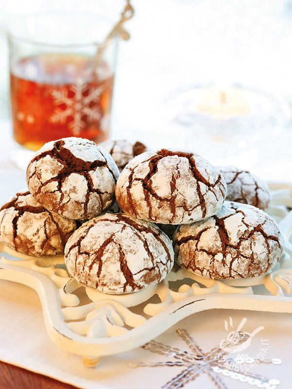Soft chocolate cakes - Delicati e sfiziosi, i Dolcetti morbidi al cacao sono piccole tentazioni golosissime. Davvero molto facili da preparare, vi conquisteranno al primo morso.
