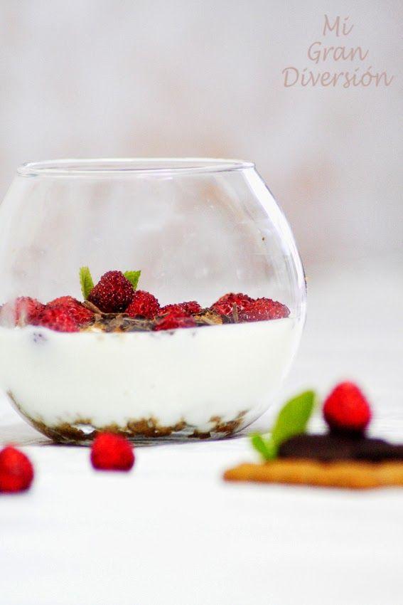 Mi Gran Diversión: Copa de yogur con fresas silvestres, galletas y virutas de chocolate
