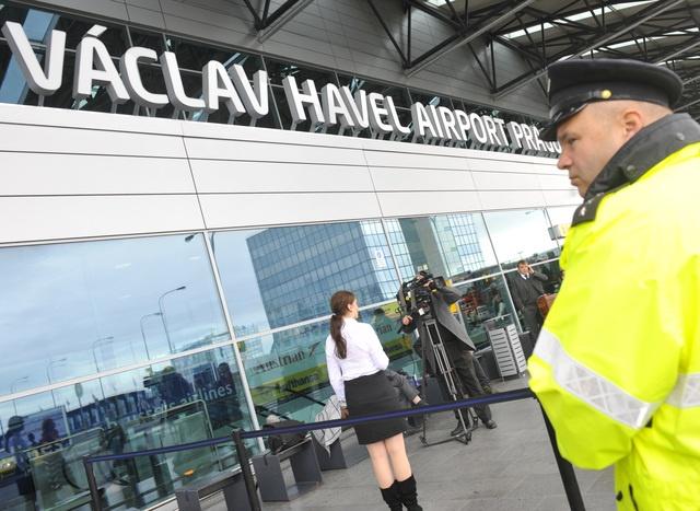Opening of Vaclav Havel International Airport in Prague. (Autor: Vondrouš Roman | Zdroj: ČTK)