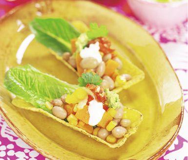 Borlottibönor och sötpotatis med majs är ett himmelskt recept som du kommer göra många gånger. Blanda samman din ihopkokta röra av sötpotatis och bönor med lite söt majs och spiskummin så har du ett fint tillbehör att bjuda av.