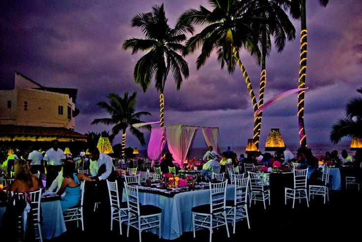 Noches de fiesta en jardin con playa privado!