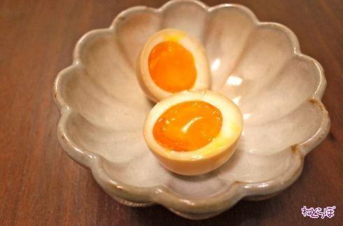 """煮卵といえばラーメン屋で食べるもの――そんな""""常識""""が覆る! めんつゆを使った簡単煮卵を作ってみた。"""