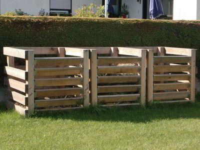 Kompostieren perfektioniert und leicht gemacht: Komposter mit drei Kammern aus robustem Lärchenholz.