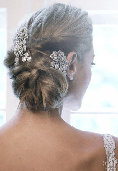 Penteado de noiva - coque torcido com pentes ( Penteado: Henrique Mello da Agência First | Foto: Drausio Tuzzollo ) #casamento #noiva #penteado