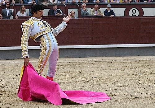#OJOALDATO Cayetano Rivera lleva justo un año sin torear 3 días seguidos. Este fin de semana está anunciado en Cortegana, Ronda y Murcia http://www.toroticket.com/70-entradas-toros-cayetano