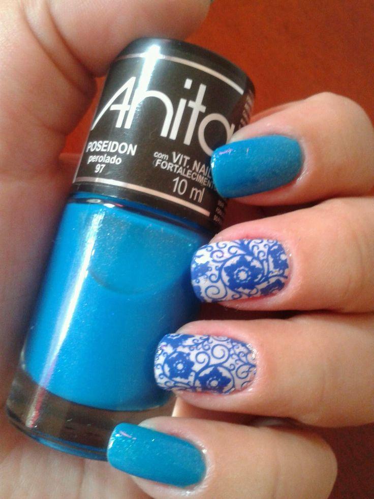 Tonalidade diferente e linda de azul com efeito perolado. Você pode usar sua criatividade para deixar ainda mais charmosas suas unhas!!!! Compre o seu aqui: www.lojadeesmaltes.com.br