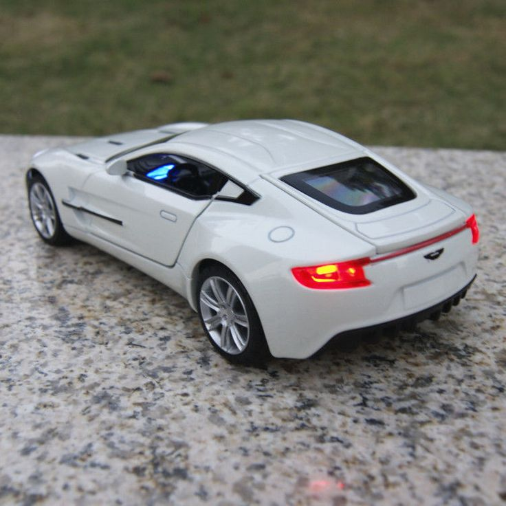 Toys Model Cars Aston Martin ONE-77 1:32 Sound & Light