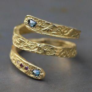 Originale bague serpent en jaune et diamants par Esther pour l'Atelier des bijoux Créateurs