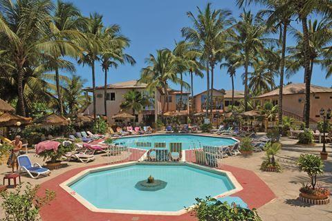 Palm Beach  Description: Ligging: Direct aan een van de mooiste stranden van Gambia gelegen en in een vogelrijke omgeving. Dichtbij het centrum op 50 m van de toeristenmarkt en het gezellige Kotu. Faciliteiten: Palm Beach telt 165 kamers verdeeld over diverse gebouwtjes met maximaal 2 verdiepingen en beschikt over een 24-uurs receptie met huurkluisjes lounge met zitjes en een TV hoek. Voor uw maaltijden kunt u terecht in de ontbijtruimte en in het hoofdrestaurant beide met een half overdekt…