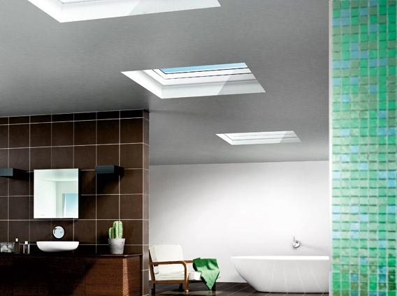 Maak van een badkamer onder het platte dak een licht paradijs met de VELUX lichtkoepel. Doe meer inspiratie op via www.velux.nl. #VELUX