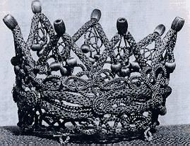 a crown made entirely of the deceased's hair.: Decea Hair, Amazing Crowns, Victorian Hair Art, Crowns Therapy, Hairs, Deceas Hair, Hair Crownther, Human Hair, Decea Personalized