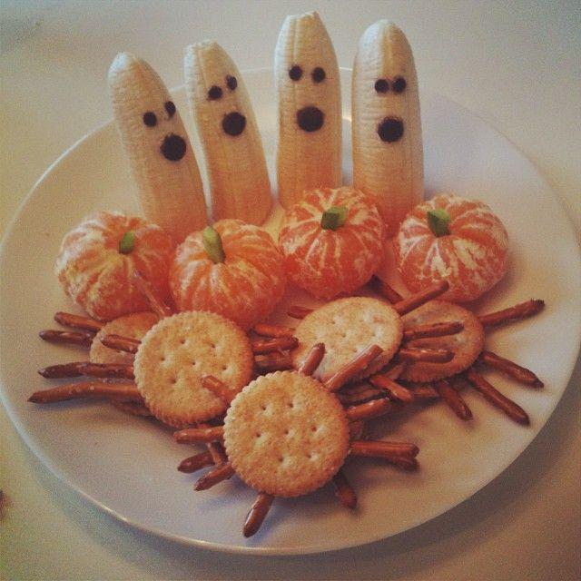 Halloween snacks! Banana ghosts, clementine pumpkins and peanut butter cracker pretzel spiders!