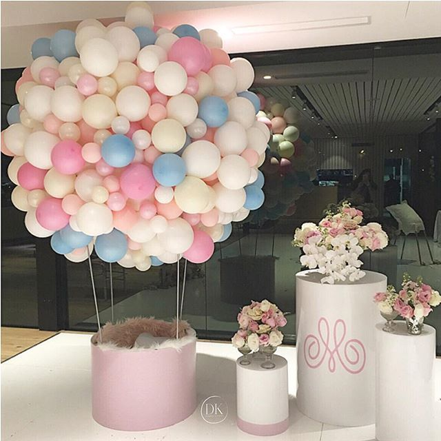 So much prettiness  We absolutely loved creating this concept for a precious girl - Mia's 1st birthday.  This beautiful hot air balloon became a photo booth for the kids :) - Planning/styling concept @dianekhouryweddingsandevents   balloons @partysplendour   balloon structure and plinths @partyatmosphere   flowers @crazyaboutflowers   #dkevents #partyplanner #hotairballoon #kidsparty #miaturnsone #pretty #dianekhouryweddingsandevents #luxuryevents #weddedwonderland