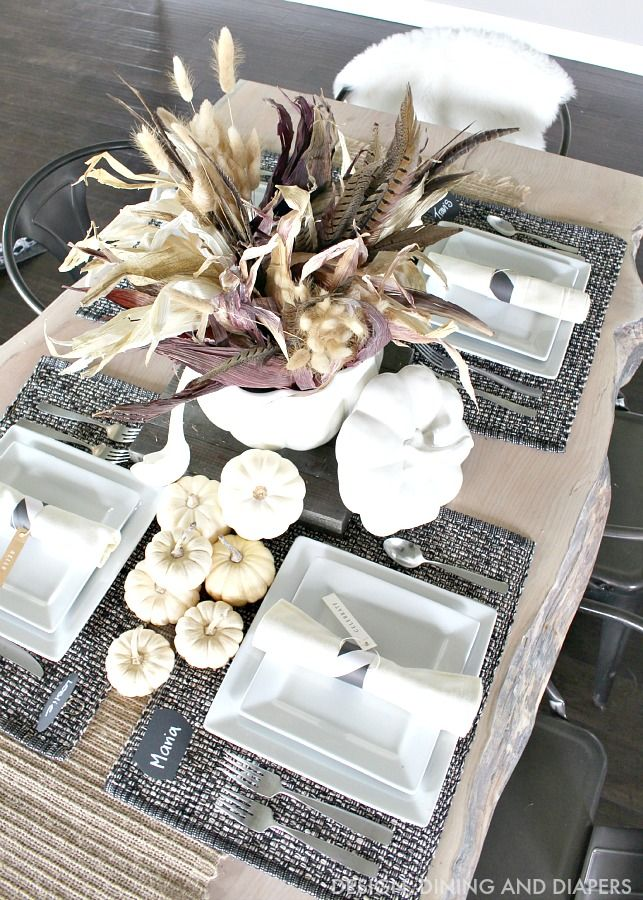 Beautiful Fall table decorations that are perfect for your Thanksgiving Dinner.