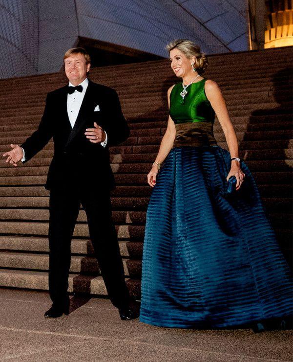 Koningspaar bij Sydney Opera House tijdens het staatsbezoek aan Australie. De avondrok is Natan.