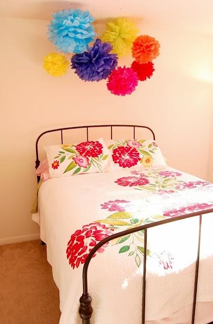 Tissue Paper Flowers: Handmade Tissue, Idea, Pom Poms, Paper Pom Pom, Tissue Paper Flowers, Tissue Paper Pom, Pompom Garlands, Diy, Girls Rooms