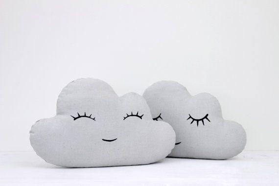 Gris nuage oreiller, coussin nuage, Kids oreiller, oreiller enfant, oreiller bébé, pépinière Decor, Kids Room Decor, literie de bébé, coussin, oreiller.